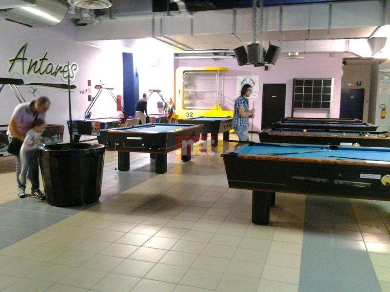 I tavoli da biliardo nella sala giochi all'interno dell'Europlex